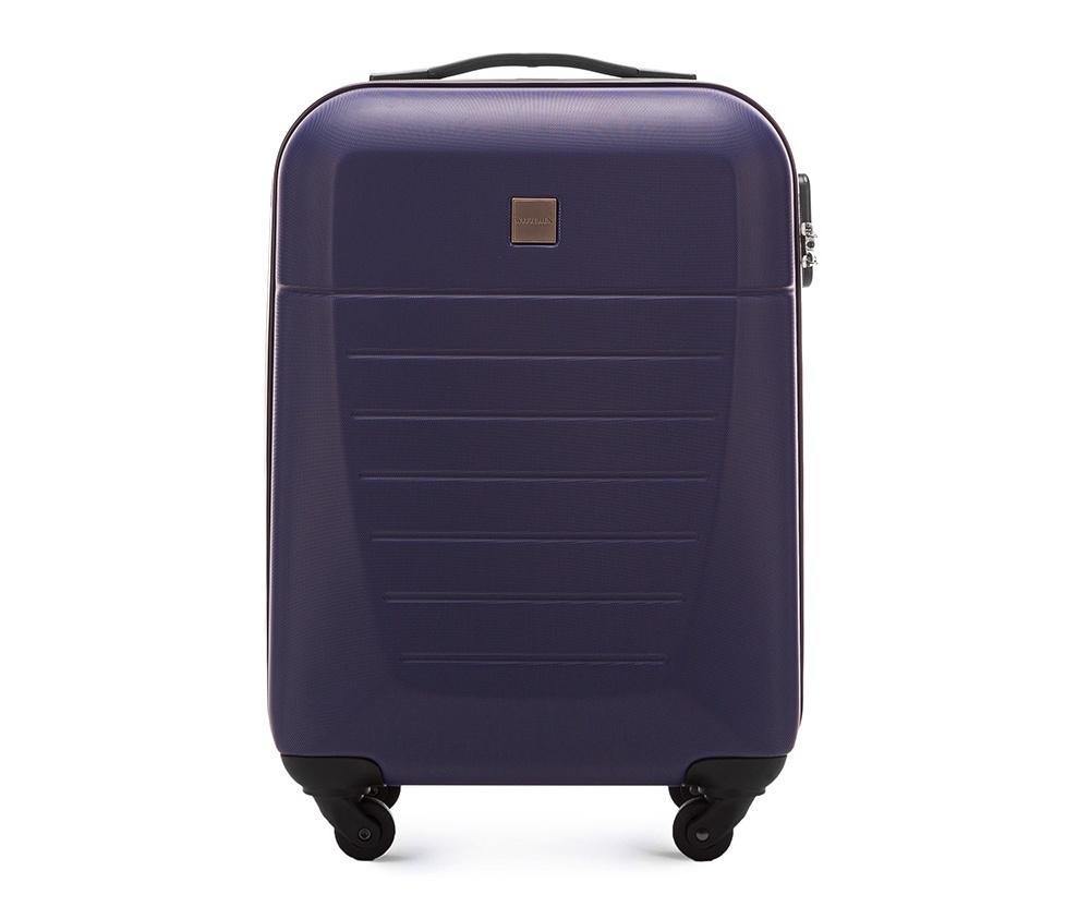 Маленький чемодан 19\Маленький чемодан из прочного материала ABS . Четыре прочных колеса позволяют легко перемещать чемодан. Имеет двухступенчатую телескопическую ручку с фиксатором и кодовый замок с системой TSA для надежной защиты вещей.  Кроме того, система TSA, очень удобна во время досмотра багажа на таможне. Она обеспечивает не инвазивное открытие чемодана и его повторного закрытия без повреждения замка. Корпус отвечает требованиям ручной клажи.  внутри: карман с застежкой-молнией и ремнем безопасности для одежды;<br><br>секс: унисекс<br>Цвет: синий<br>материал:: ABS пластик<br>высота (см):: 55<br>ширина (см):: 36<br>глубина (см):: 20<br>размер:: маленький<br>объем (л):: 31<br>вес (кг):: 2.6