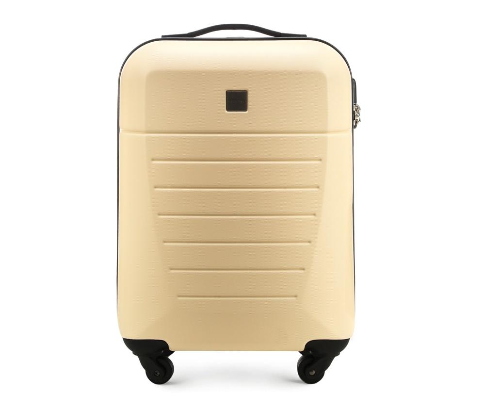 Маленький чемодан 19\Маленький чемодан из прочного материала ABS. Четыре прочных колеса позволяют легко перемещать чемодан. Имеет двухступенчатую телескопическую ручку с фиксатором и кодовый замок с системой TSA для надежной защиты вещей.  Кроме того, система TSA, очень удобна во время досмотра багажа на таможне. Она обеспечивает не инвазивное открытие чемодана и его повторного закрытия без повреждения замка. Корпус отвечает требованиям ручной клажи.<br>внутри: карман с застежкой-молнией и ремнем безопасности для одежды;<br><br>секс: унисекс<br>Цвет: бежевый<br>материал:: Поликарбонат<br>высота (см):: 55<br>ширина (см):: 36<br>глубина (см):: 20<br>размер:: ручная кладь<br>объем (л):: 31<br>вес (кг):: 2,6