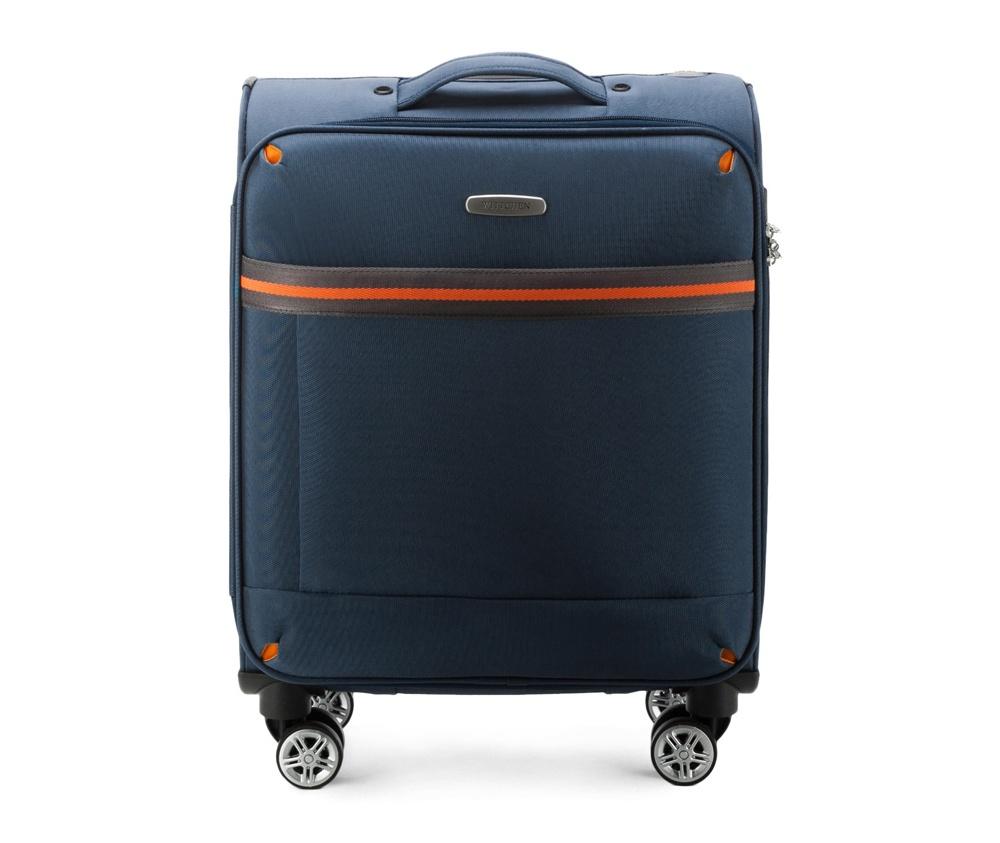 Маленький чемодан 18\ Wittchen 56-3S-491-90, синийМаленький чемодан из коллекции Comfort Line. Четыре прочных колеса позволяют легко перемещать чемодан. Имеет двухступенчатую телескопическую ручку с фиксатором и кодовый замок с системой TSA для надежной защиты вещей.  Кроме того, система TSA, очень удобна во время досмотра багажа на таможне. Она обеспечивает не инвазивное открытие чемодана и его повторного закрытия без повреждения замка. Корпус отвечает требованиям ручной клажи.  внутри: карман с застежкой-молнией и ремнем безопасности для одежды;<br><br>секс: унисекс<br>Цвет: синий<br>материал:: Полиэстер<br>подкладка:: полиэстр<br>высота (см):: 55<br>ширина (см):: 40<br>глубина (см):: 20<br>размер:: ручная кладь<br>объем (л):: 35<br>вес (кг):: 2,4