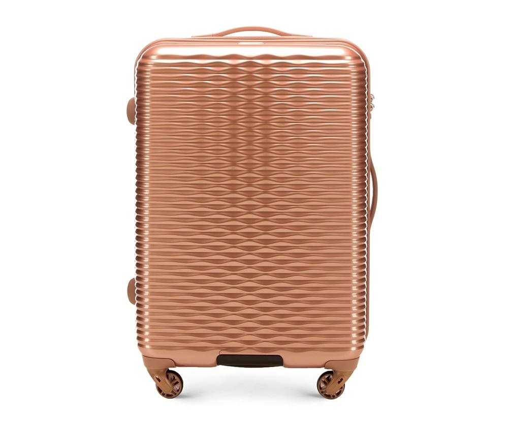 Средний чемодан 23\Средний чемодан из коллекции Wavy Line сделан из высокопрочного и устойчивого к царапинам пластика ABS. Выдвижная ручка, главное отделение на молнии с кодовым замком TSA, разделённое на две части: одно отделение с фиксирующими ремнями для одежды, второе отделение закрывается на молнию, внутренний карман на молнии.<br><br>секс: женщина<br>материал:: ABS пластик<br>подкладка:: полиэстр<br>высота (см):: 66<br>ширина (см):: 42<br>глубина (см):: 25<br>размер:: средний<br>объем (л):: 56<br>вес (кг):: 3.2