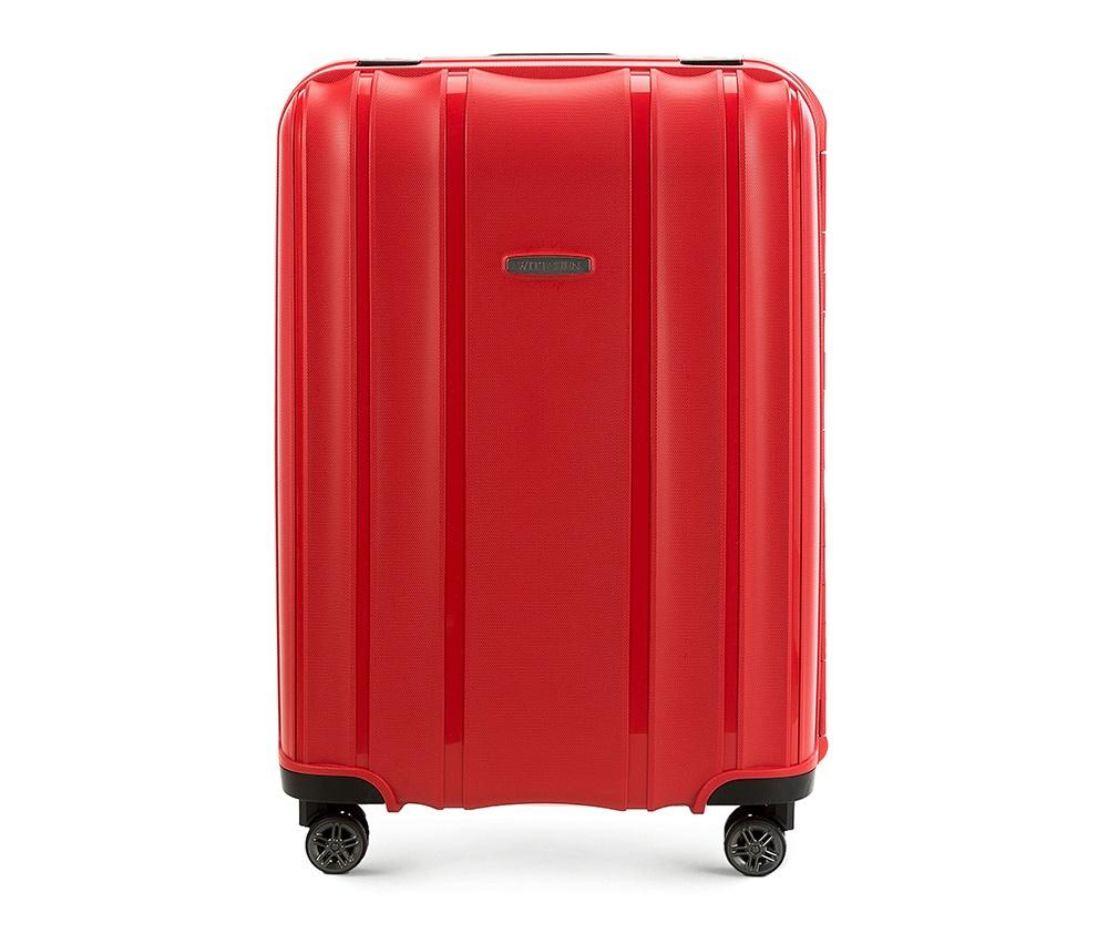 Чемодан на колёсиках 24\\ Wittchen 56-3T-732-30, красныйСредний чемодан из коллекции Premium PP. Модель изготовлена из эластичного и ударопрочного полипропилена. Имеет четыре двойных колеса, двухступенчатую, выдвижную ручку и дополнительную ручку, облегчающие перемещение багажа. Закрывается на три пряжки главная из которых, на боковой панели чемодана, оснащена замком TSA (удобен в случае досмотра багажа таможенной службой). Внутри: основное отделение с эластичными ремнями, предохраняющими одежду от перемещения; дополнительно основное отделение оснащено перегородкой с тремя карманами, один из которых из сетки на молнии с ремнями, предохраняющими багаж от перемещения.<br><br>секс: унисекс<br>материал:: Полипропилен<br>высота (см):: 65<br>ширина (см):: 46<br>глубина (см):: 26<br>размер:: средний<br>объем (л):: 66<br>вес (кг):: 4,4