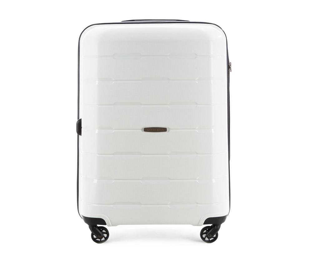 Чемодан на колесиках 24 дюймаСредний чемодан из коллекции Speedster из полипропилена. Имеет четыре колесика, облегчающие управление, телескопическую алюминиевую и  2 дополнительные прорезиненные  ручки.  Привлекательный дизайн и функциональность чемодана понравится каждому любителю путешествий. Дополнительно замоком TSA, который очень удобен и гарантирует безопасное открытие чемоданов и его повторное закрытие без повреждений замка сотрудниками таможни.   Особенности модели:  основное отделение с эластичными ремнями, предохраняющими одежду от перемещения;  отделение на молнии;  2 кармана на молнии, , 1 из которых карман - сетка.<br><br>секс: унисекс<br>Цвет: белый<br>материал:: Полипропилен<br>подкладка:: полиэстер<br>высота (см):: 68<br>ширина (см):: 46<br>глубина (см):: 26<br>размер:: средний<br>объем (л):: 61<br>вес (кг):: 3,6