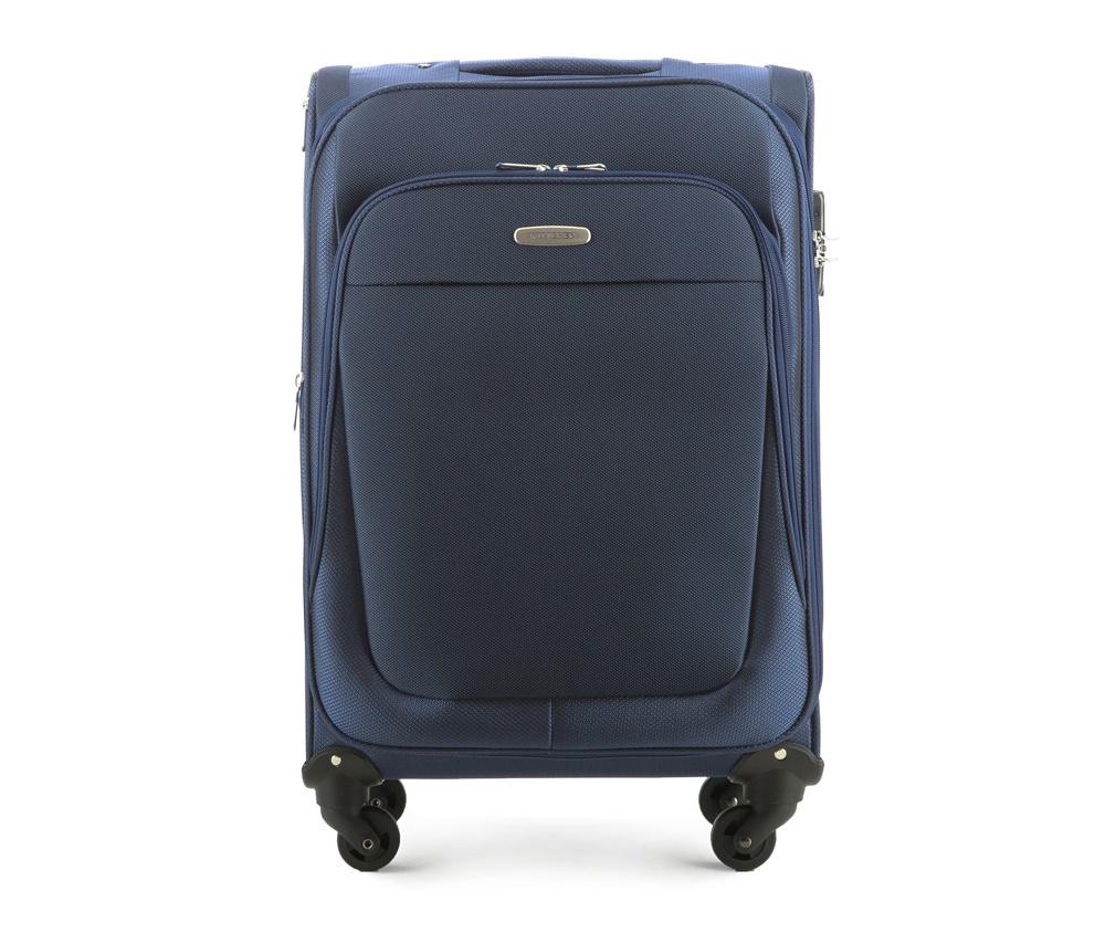 Чемодан на колесиках 23 дюймаЛегкий и вместительный чемодан средних размеров из коллекции Travel Light.  Оснащен четырьмя прочными колесиками, которые позволяют легко перемещать чемодан,телескопической ручкой, функциональными карманами на лицевой стороне и дополнительной, боковой ручкой для удобного подъема багажа. Дополнительно замоком TSA, который гарантирует безопасное открытие чемоданов и его повторное закрытие без повреждения замка сотрудниками таможни. Особенности модели:   основное отделение с регулируемыми ремнями;  карман из сетки на молнии;  карман для документов на молнии.    Снаружи:    с лицевой стороны 2 кармана на молнии;  молния, позволяющая увеличить размер чемодана на 6см;  боковой карман на молнии.<br><br>секс: унисекс<br>Цвет: синий<br>материал:: Полиэстер<br>высота (см):: 65<br>ширина (см):: 40<br>глубина (см):: 28<br>размер:: средний<br>объем (л):: 60<br>вес (кг):: 3.3