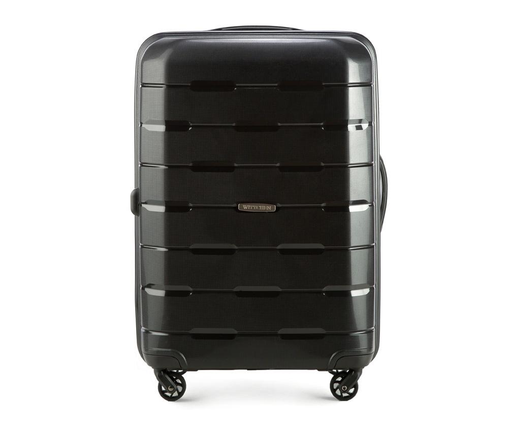 Чемодан на колесиках 24 дюймаСредний чемодан из коллекции Speedster из полипропилена. Имеет четыре колесика, облегчающие управление, телескопическую алюминиевую и  2 дополнительные прорезиненные  ручки.  Привлекательный дизайн и функциональность чемодана понравится каждому любителю путешествий. Дополнительно замоком TSA, который очень удобен и гарантирует безопасное открытие чемоданов и его повторное закрытие без повреждений замка сотрудниками таможни.   Особенности модели:  основное отделение с эластичными ремнями, предохраняющими одежду от перемещения;  отделение на молнии;  2 кармана на молнии, , 1 из которых карман - сетка.<br><br>секс: унисекс<br>Цвет: черный<br>материал:: Полипропилен<br>подкладка:: полиэстер<br>высота (см):: 68<br>ширина (см):: 46<br>глубина (см):: 26<br>размер:: средний<br>объем (л):: 61<br>вес (кг):: 3,6