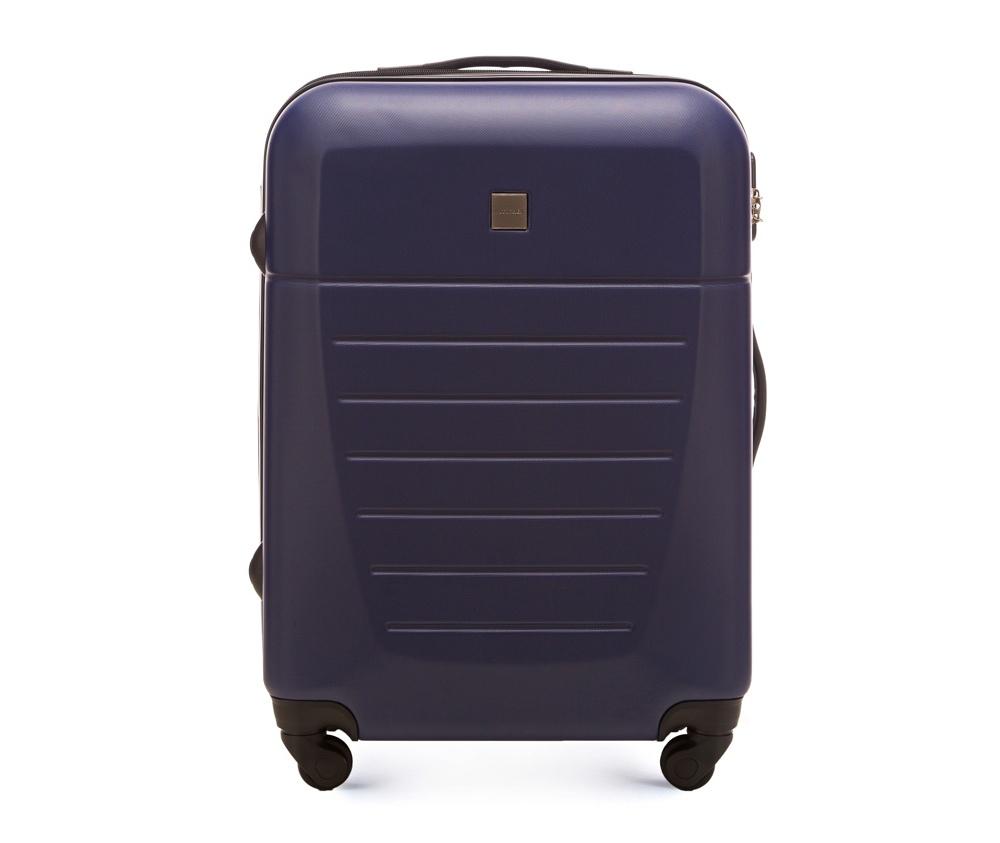 Средний чемодан 23\Средний чемодан сделан из высокопрочного и устойчивого к царапинам пластика ABS. Выдвижная ручка, главное отделение на молнии с кодовым замком TSA, разделённое на две части: одно отделение с фиксирующими ремнями для одежды, второе отделение закрывается на молнию, внутренний карман на молнии.<br><br>секс: унисекс<br>Цвет: синий<br>материал:: Поликарбонат<br>подкладка:: полиэстр<br>высота (см):: 64<br>ширина (см):: 45<br>глубина (см):: 23<br>размер:: средний<br>объем (л):: 51<br>вес (кг):: 3,3