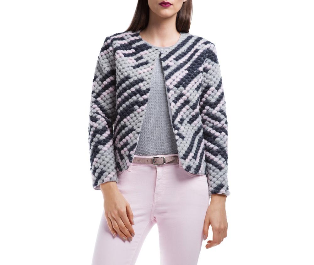Куртка ЖенскаяЖенский жилет выполнен из шерсти с добавлением полиэстера, благодаря чему модель очень приятна на ощупь. Стандартная застежка была заменена защелкой.  Стильный фасон, который подойдет как в официальном, так и более повседневном варианте.<br><br>секс: женщина<br>Размер INT: XL
